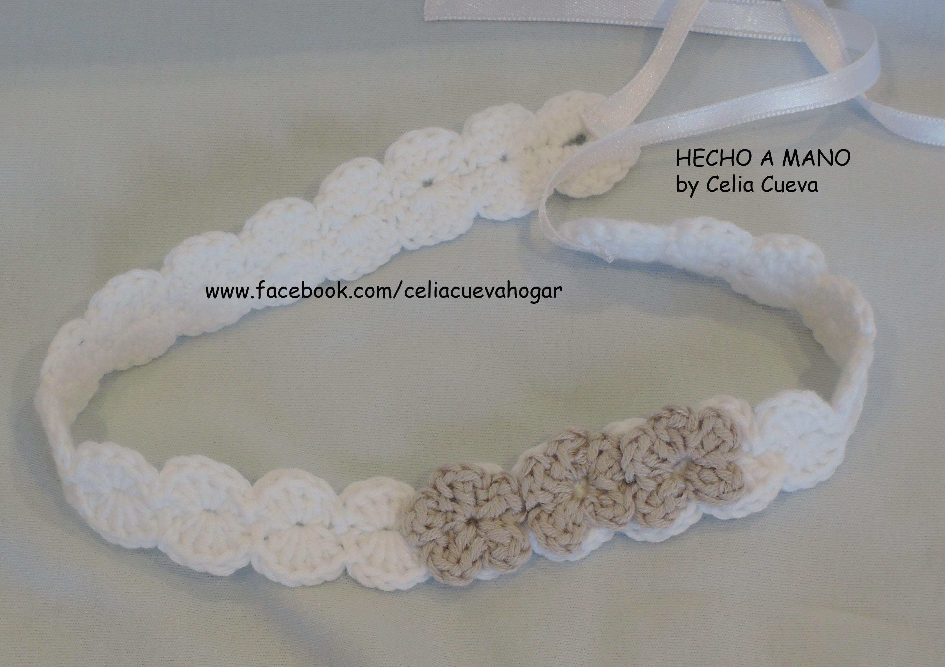 efbd0b898 diadema ajustable bebe a crochet con tres flores